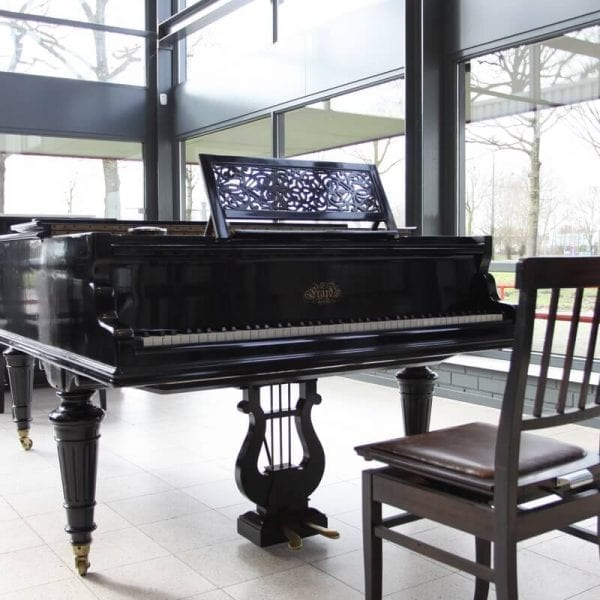 Errard piano zwart   Schumer Piano's & Vleugels
