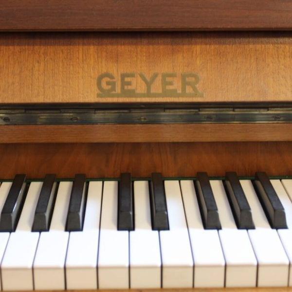 Geyer piano beige | Schumer Piano's & Vleugels